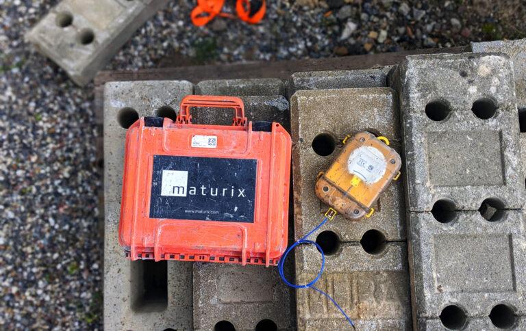 Maturix suitcase with concrete sensor
